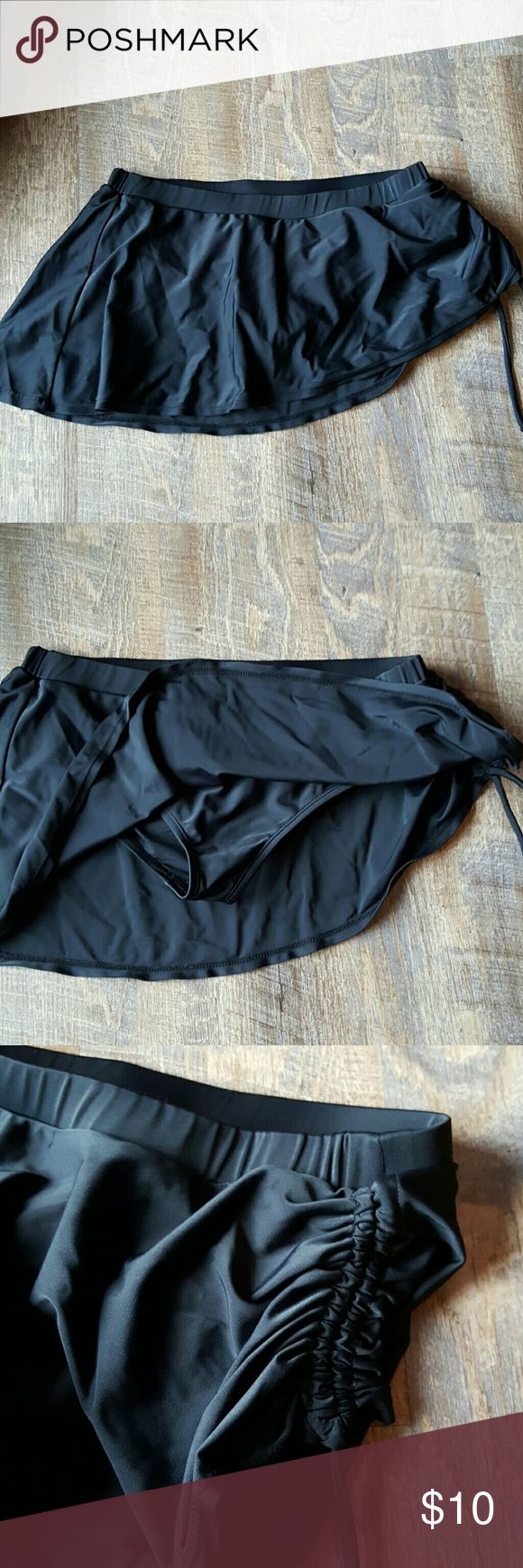 Torrid skirted swim bikini bottoms size 0 Like new skirted bikini bottoms.  Sexy side ruffling.  Very flattering on.  Barely worn.   Bundle discount available. Nonsmoking home. All reasonable offers accepted. torrid Swim Bikinis