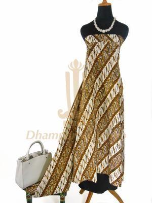 IDR: 150k | Batik Cap Sogan Jogja | Motif PARANG | Ukuran kain: 2,06m x 1,16m | Kode: 307 | Catatan: Item dijual tidak termasuk tas dan kalung yang terlampir di foto. #batik #dhamparkencono #solo #indonesia #boutique #batikcap
