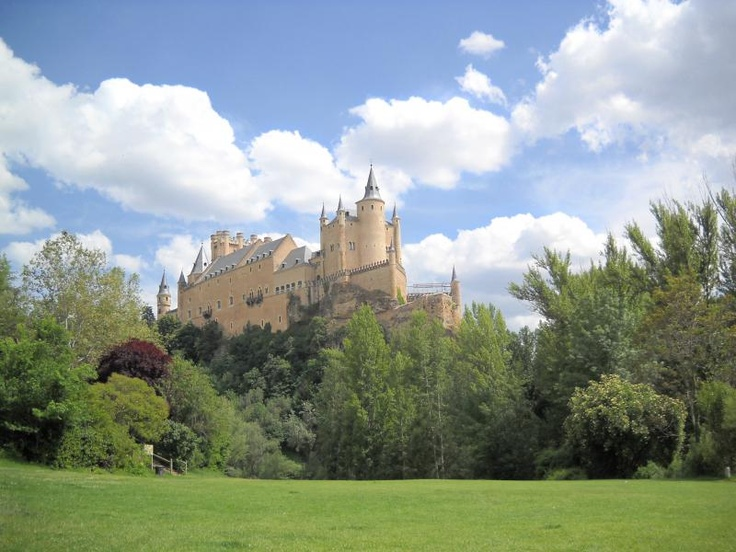 ユーラシア旅行社のスペインツアーで訪れる、セゴビアのアルカサル。ディズニー映画白雪姫のお城のモデルとしても有名