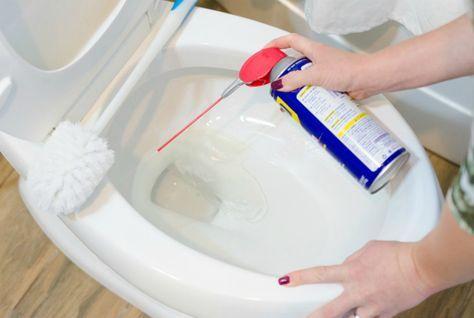 Очистить унитаз от желтизны и известкового налета.