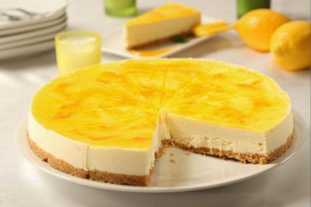 O σεφ Κωνσταντίνος Μουζάκης έχει την απόλυτη συνταγή για το τελειότερο cheesecake λεμόνι και τη μοιράζεται μαζί μας! Μην τη χάσετε!   eirinika.gr