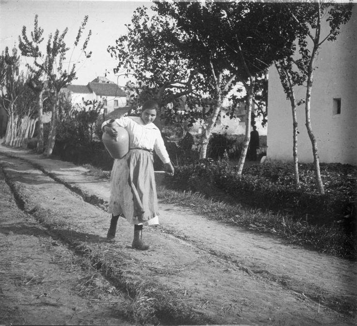 Vida en la huerta valenciana, 1917. Fotografía de Francisco Roglá López, (1894-1936). Colección de fotografías de la huerta valenciana. Donación Familia Roglá.