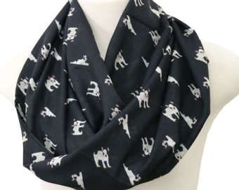 Boston Terriër sjaal - Chiffon - enkellaags  Kerstmis, verjaardag, verjaardag, bruids betrokkenheid, Moederdag, afstuderen  Deze handgemaakte sjaal is stijlvol en als beide een sjaal van een sjaal kan worden gedragen. Zacht en stijlvol. Perfecte cadeau vriendin, vrouw, zus, dochter en vriend  Producten die worden gedaan bij een huisdier gratis - rook vrij huis  Lengte: ca. 80 cm/31 (62 in omtrek) Breedte: ca. 35 cm/14   CARE: Machine fijnwas in zachte cyclus met koud water of droog ...