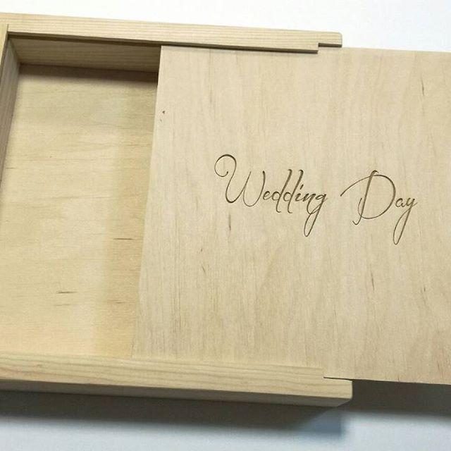 Эта коробка для свадебной фотокниги, наверное, уже добралась до своих счастливых молодожен, которые проживают в США.   А как вы храните свои воспоминания?  #свадьба #свадебныефото #коробкадляфото #коробкадляфотокниги  #weddingbox #wedding #weddingphoto  #woodboxmogilev #weddingphotobox #weddingwoodbox