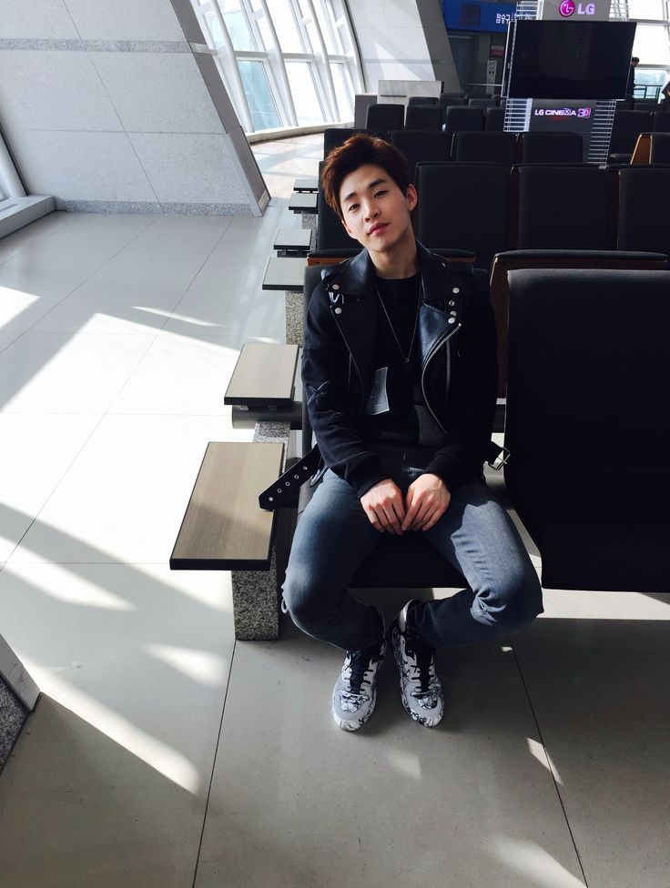"Henry Lau (@henrylau89) left a voice message 19/3/2015 saying ""Hello everyone! Especially the fans in Shenzhen, hello! I'm at the airport right now, waiting, will be boarding the plane soon. I'm a little sleepy, but it's okay, because soon I will be in Shenzhen and can eat delicious food! Also, can see the fans in Shenzhen! I miss you guys! Ok, bye bye, I love you"""