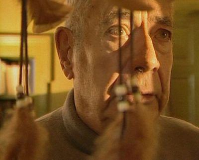 """L'énigme du sommeil - 2004 -- """"Des spécialistes & des patients évoquent les pathologies du sommeil les plus graves. Un peintre israélien atteint de narcolepsie se raconte, lui & sa maladie à travers ses peintures. Une famille est confrontée à une maladie génétique rare: l'insomnie fatale familiale. Après avoir reçu des fragments d'obus, un homme est privé de sommeil paradoxal. Atteint de cataplexie, un homme s'endort brutalement dès qu'il est confronté à une émotion forte."""""""