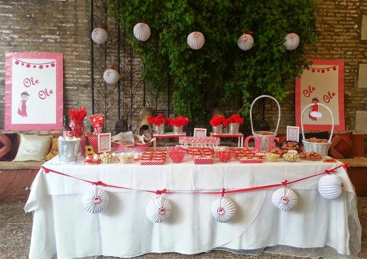 Marta y Pepe ya nos habían encargado una mesa dulce para su boda (mesa de navidad en blanco y plata).  Quedaron tan encantados con el result...