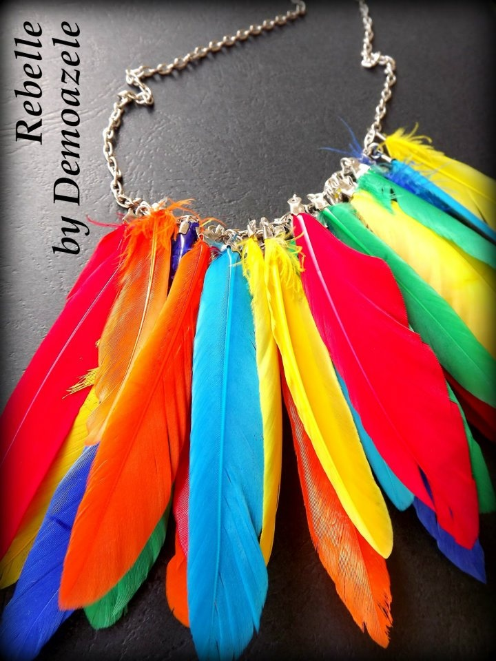 Multicolored feather necklace, perfect look this summer full of personality.