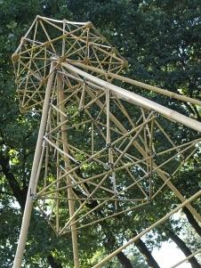 Samen met papa bamboewerken bouwen en mooie figuren van papier vouwen bij Naturalis op Vaderdag.
