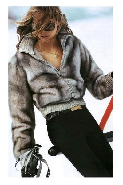 S-au lasat inspirate de Peroni Nastro Azzurro si au acceptat sa devina o echipa in Peroni Collaborazioni. Nadia Popescu si Irina Markovits vor crea impreuna in aceasta iarna o piesa vestimentara feminina potrivita pentru petrecerile after ski in stil italian. Ai avut ocazia sa le cunosti?