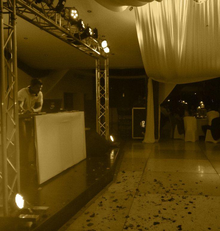 La Rumba con Click -  Sonido Profesional, Iluminación y efectos especiales, Ayudas Audiovisuales, Barras Cocteleras, Alquiler minitecas, Mesas y sillas tipo Bar y más.