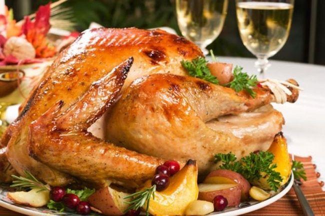 Курица на бутылке. 8 ностальгических блюд для новогоднего стола