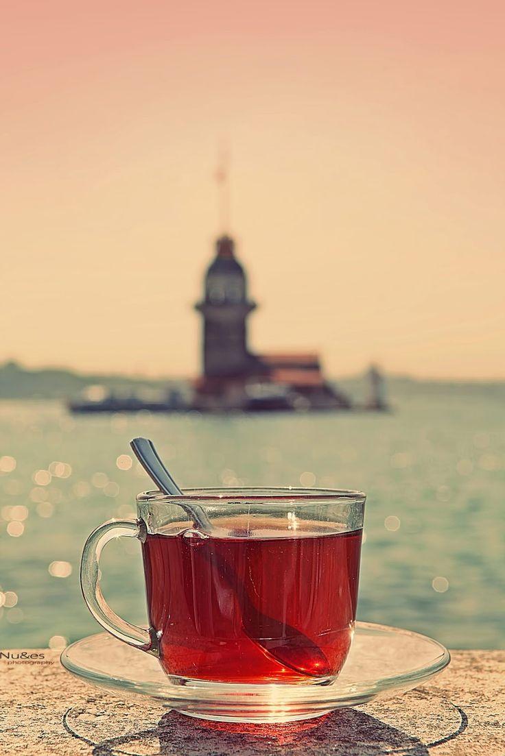 bir fincan çay kız kulesi manzarası
