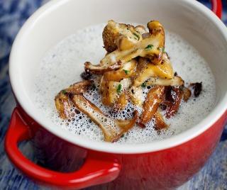 Kantarell suppe av Arne Brimi. Han gir også her flere tips om kantarell. Skogens gull <3 http://www.dagbladet.no/2012/09/07/tema/mat/brimi-mat/oppskrifter/sopp/23280889/