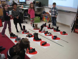 Using one shoe and 2 shoes to show quarter and 2 eighth notes!!!!  Fun!!!  Cobbler Cobbler Mend My Shoe
