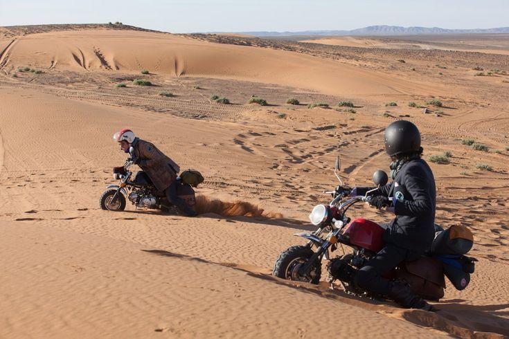モンキーバイクでサハラ砂漠を疾走