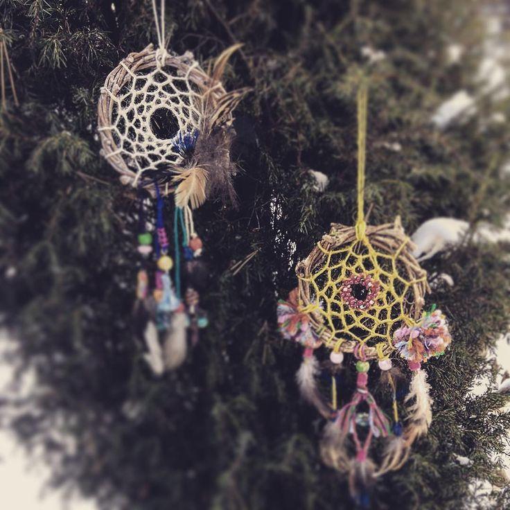 Оригинальные ловцы снов, как украшение на елку.  The authentic dreamcatchers, as an decoration on the Christmas tree.