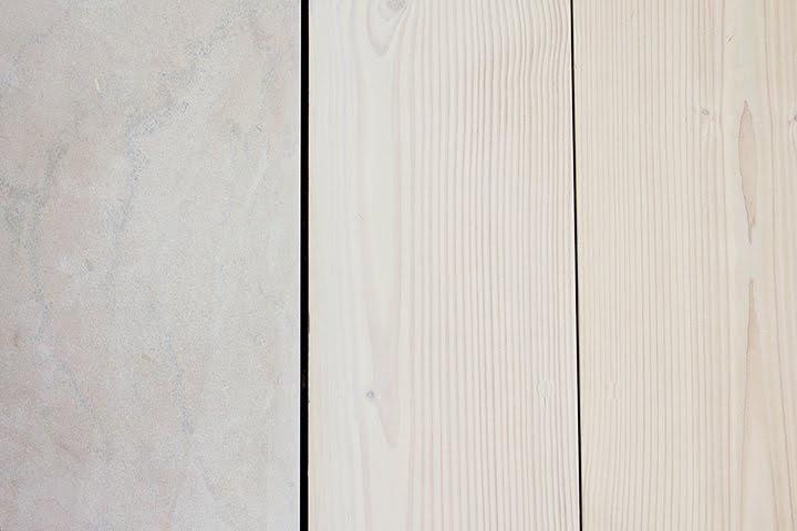 Her viser kalkstein sammen med douglasgran. Leiligheten har kalkstein-fliser på bad og WC.