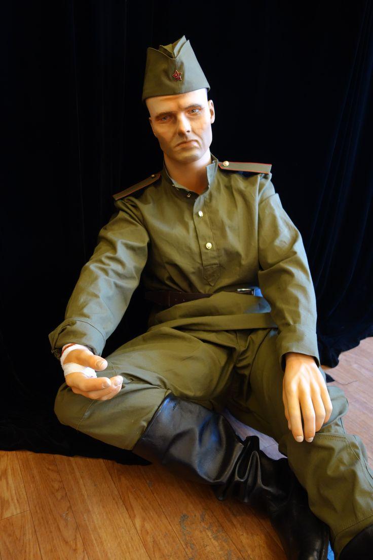 Пехотинец в исторической одежде времен Великой Отечественной войны.