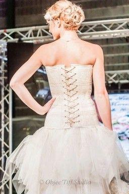 Angelizon où la beauté en toute saison, cet atelier créatif spécialisé dans la mode au féminin vous reçoit toute l'année pour satisfaire vos envies princières. Quelque soit vos rêves, remettez-les dans les mains d'une professionnelle de la couture