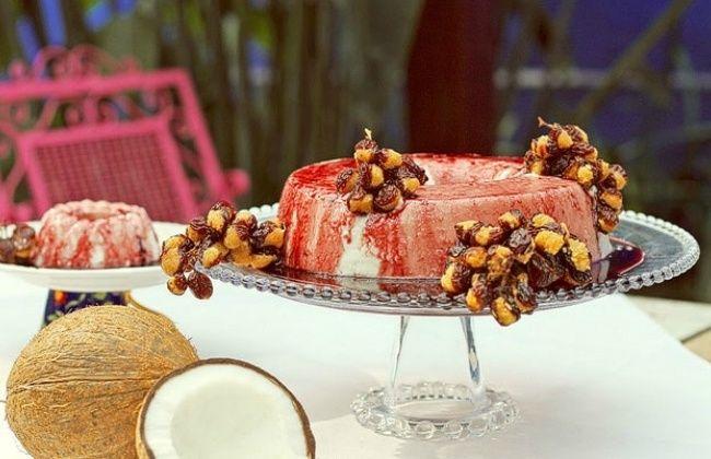 Dentre a mesa farta da ceia goiana, uma das sobremesas clássicas é o manjar de…