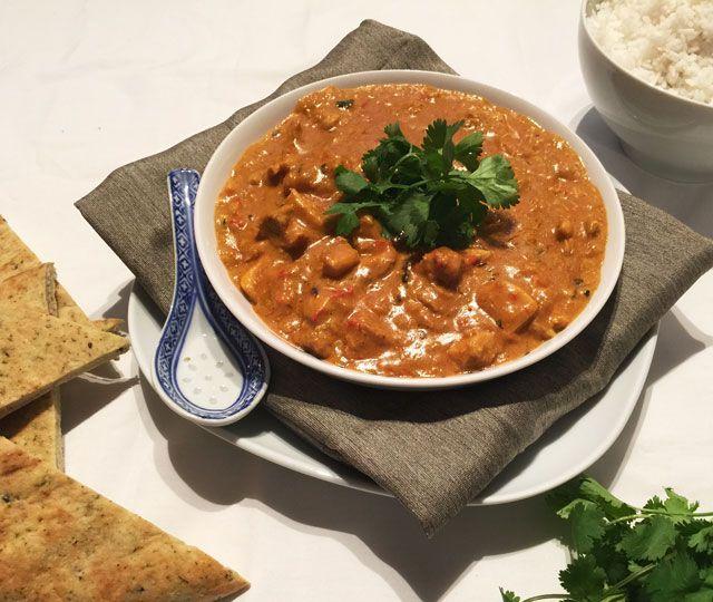 Tikka Masala of Tikki Masala een van de bekendste curry gerechten uit India. Heerlijk én helemaal niet moeilijk om zelf te maken, probeer dit lekkere recept eens!
