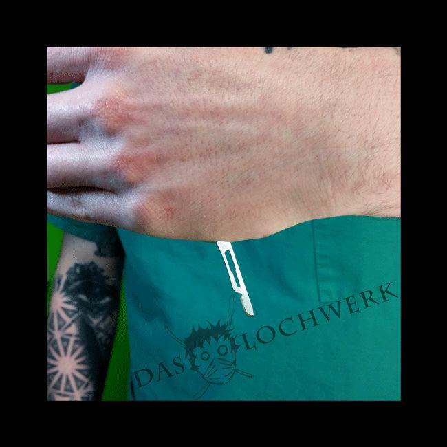 Magnet-Implantat  #magneticimplant #bodymod #bodymodification #bodymods #bodymodifications #bodyart #bodyhacking #piercing #bodypiercing #piercingart #bmezine #implant #subdermal #magnets #magneticvision #bodymodificationartists #piercingartist #daslochwerk #mosbach #horbamneckar #backnang