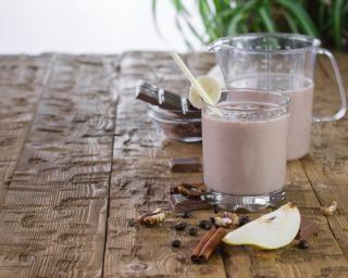 Smoothie poire chocolat très facile : http://www.fourchette-et-bikini.fr/recettes/recettes-minceur/smoothie-poire-chocolat-tres-facile.html
