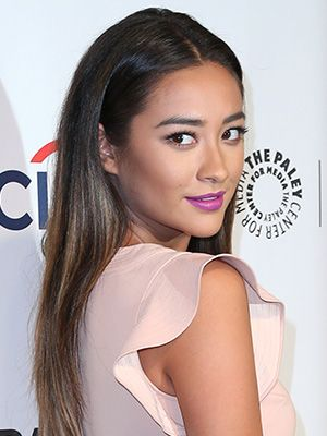 Shay Mitchell's pretty purple lipstick (that's right: pretty)