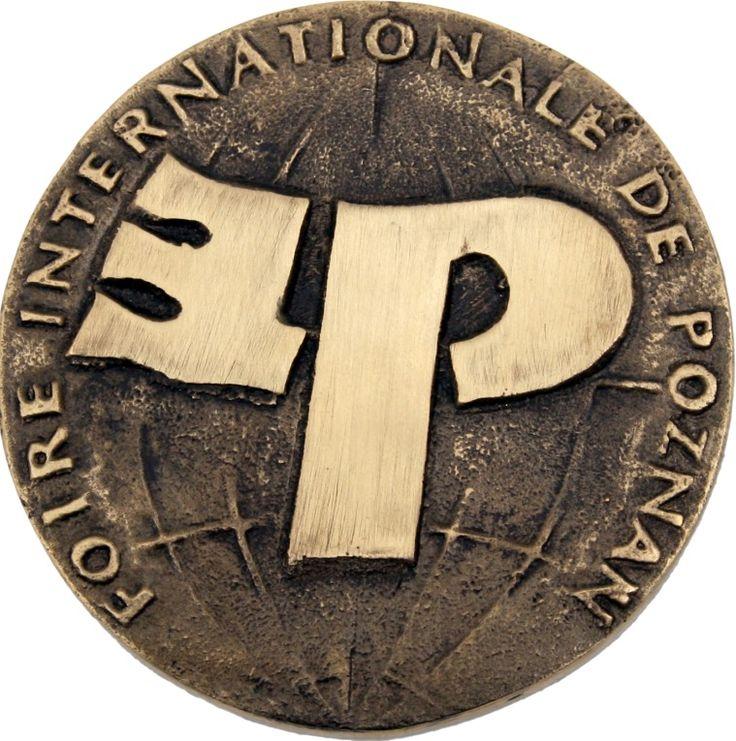 Dwukrotnie zdobyliśmy Złote Medale podczas Międzynarodowych Targów Poznańskich na targach Akcesoriów i Półfabrykatów do Produkcji Mebli FURNICA.  W 2006 roku wyróżniono naszą linię MAXIMA, w 2010 roku z kolei przyznano nam Złoty Medal za Cargo Maxi Obrotowe z Linii MAXIMA.