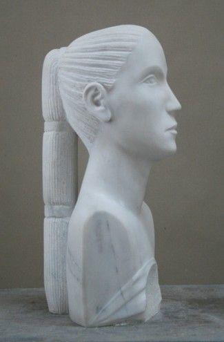 Beck, Lothar. Mädchen mit gebrochenem Herzen. 2009-2010. weißer Marmor. h mit Sockel 60 cm