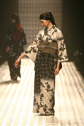 jotaro saito / AW / 2008-09 Black and white is always fashionable-beautiful combination and simplicity.