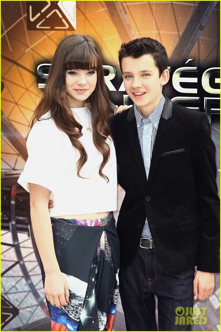 asa butterfield and hailee steinfeld relationship