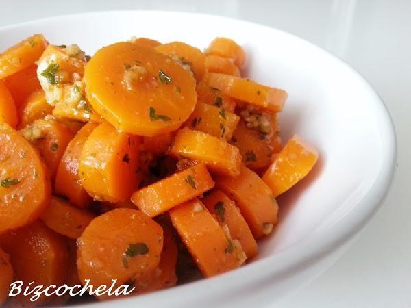 Descubre las zanahorias aliñás. Te sirven como guarnición, aperitivo o como primer plato