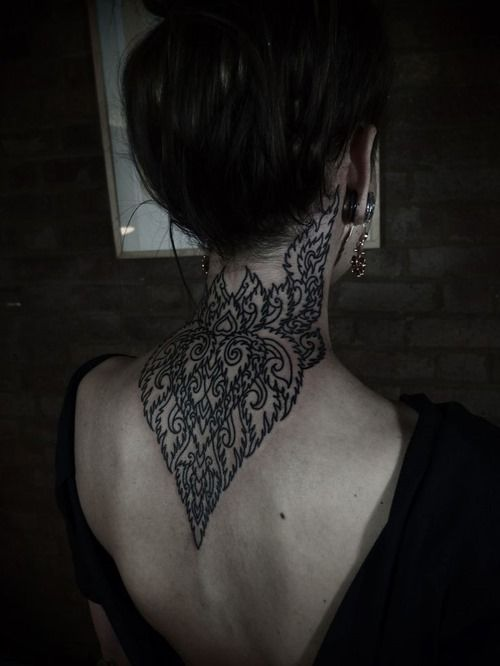 Amazing Back of Neck Tattoos for Girls (3)