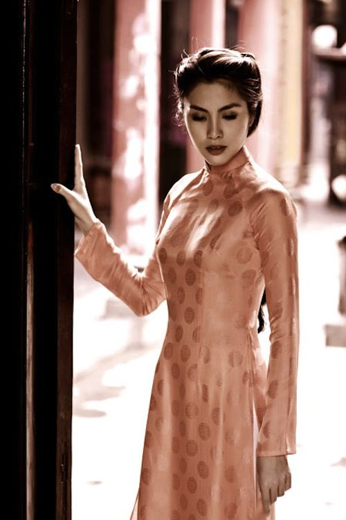 Ao Dai for wedding...but in White...classic is a way to go <3