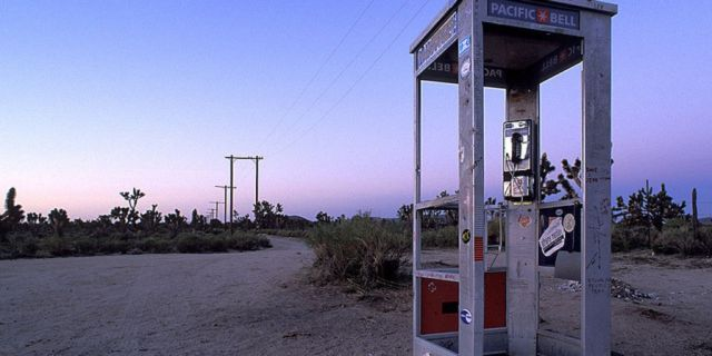 http://beforeitsnews.com/conspiracy-theories/2015/10/haunted-mojave-phone-booth-halloween-phone-call-2472302.html