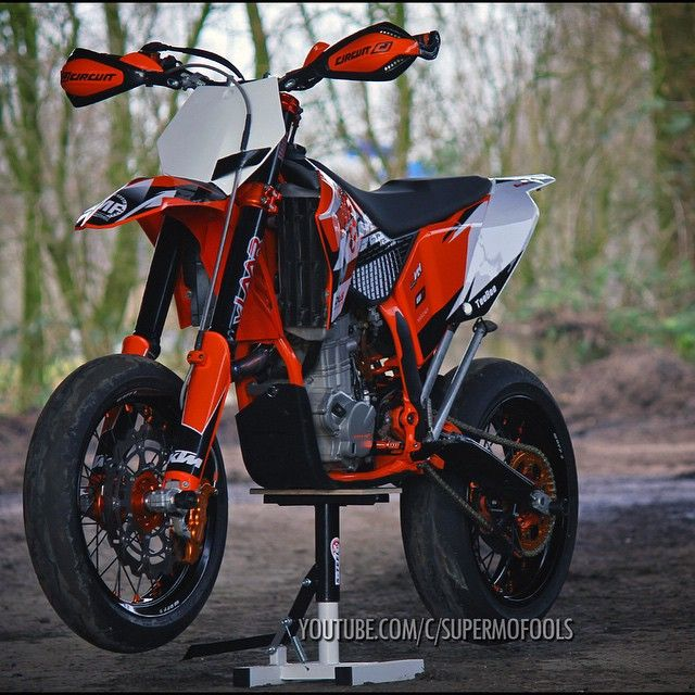 There is not much on this planet that looks as badass as a well put together #supermoto ! @supermofools know how to do it right! Big post with 2 of their #ktm #exc 's up on derestricted.com « Exc « DERESTRICTED