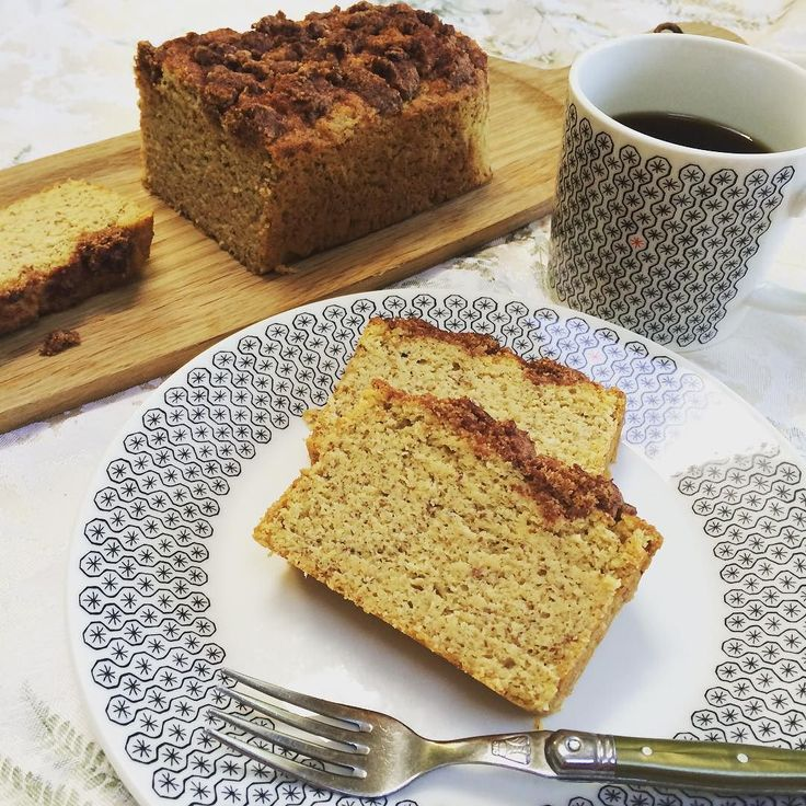 Baked a low carb cinnamon coffee cake . トッピングのクランブルを食べたい為だけに低糖質シナモンコーヒーケーキを焼いてみた . アーモンドプードルとココナッツ粉とオート麦ファイバーにココナッツオイルたっぷり次はクランブル倍量で作ろう . ##lowcarb #lowcarbcake #lchf #baking #lowcarbdessert #paleo #yummy #instacake #foodpic #homebaking #oatfiber #coffeetime #低糖質おやつ #手作りおやつ #ローカーボ #ケトジェニック #コーヒータイム #ココナッツオイル #オート麦ファイバー #器 #ロイヤルドルトン by namitaro615