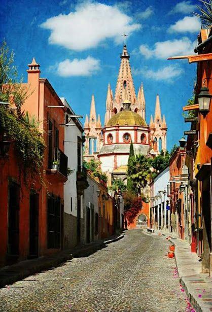 San Miguel de Allende, #Guanajuato #Mexico Es una ciudad que logra ser pintoresca y cosmopolita. Se le considera la ciudad más bonita de México, por sus calles empedradas, patios arbolados, finos detalles arquitectónicos y suntuosos interiores. It is a city that manages to be quaint and cosmopolitan. It is considered the most beautiful city in Mexico, for its cobbled streets, tree-lined courtyards, fine architectural details and sumptuous interiors. Tour By Mexico - Google+