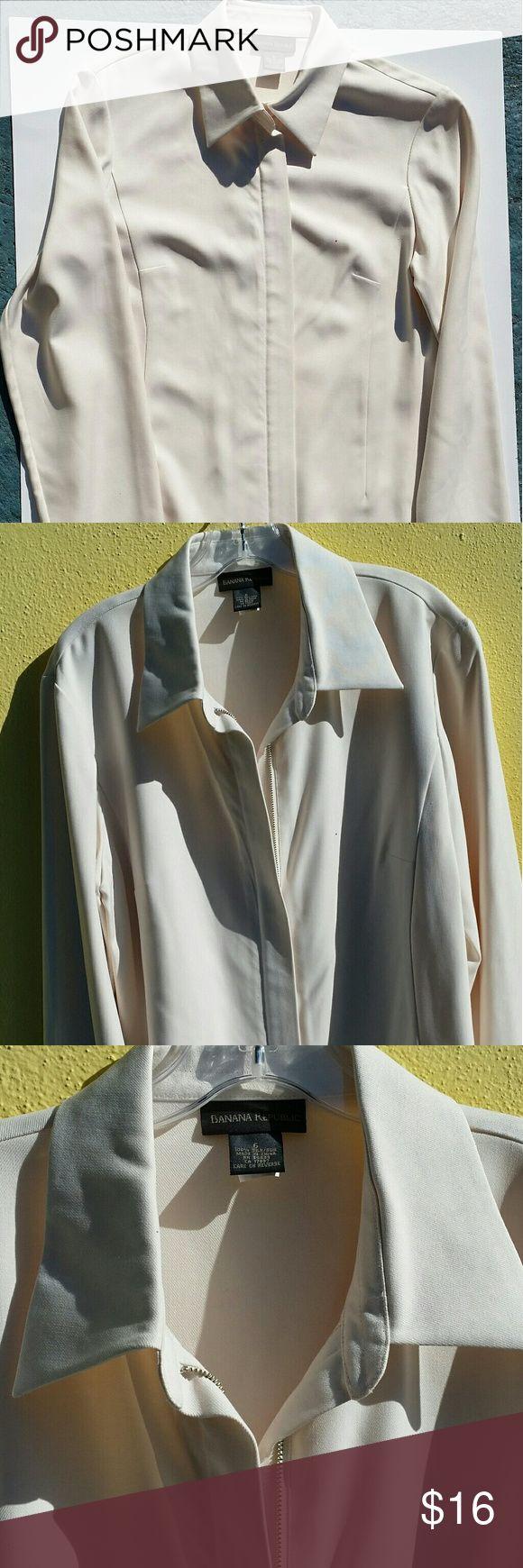 BANANA REPUBLIC  100% SILK ZIP UP JACKET - 6 Banana republic women's cream color 100% silk zip up jacket. Banana Republic Jackets & Coats Pea Coats