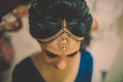 gold mathapatti, pearl strings, chandbala maangtikka, puffed hair, hair bun