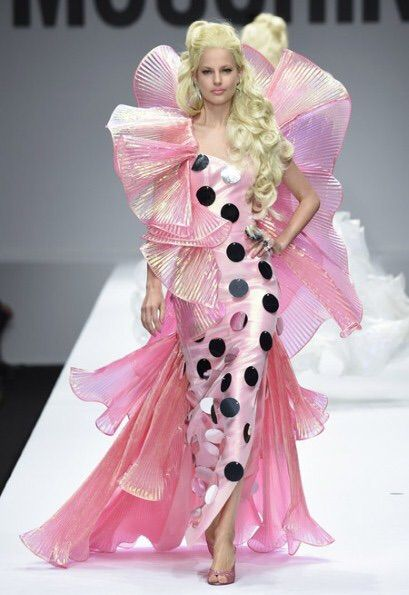 Image via We Heart It #barbie #diva #JeremyScott #Moschino #runway #model #moschino.fashion