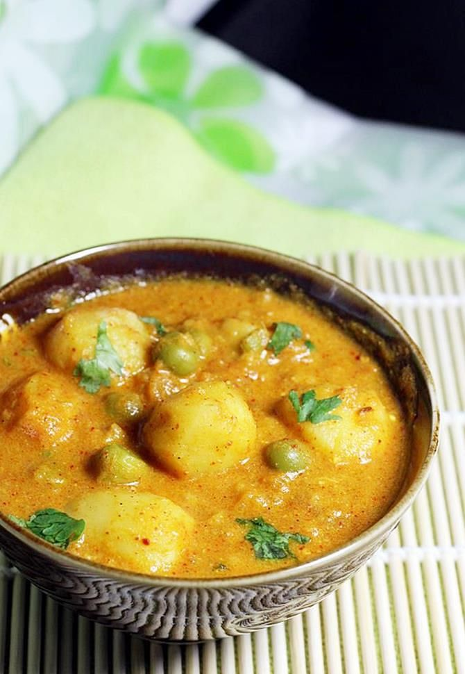 dum aloo recipe A popular North Indian aloo recipe that is usually prepared with baby potatoes in a slow cooking dum process. There are so many variations of making dum aloo, but the basic ingredients like potatoes,yogurt, garam masala and chili powder are same. few recipes call for tomatoes , onions and few even cashew …