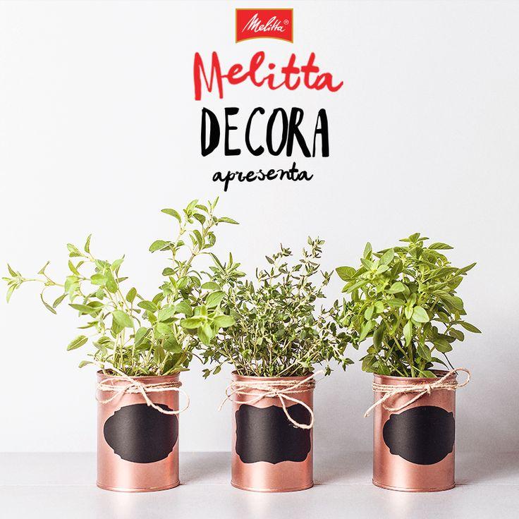 Depois de apreciar toda a cremosidade dos Cappuccinos Melitta, você ainda pode aproveitar as latinhas e fazer uma mini horta na sua cozinha. Basta fazer furos no fundo delas para que a água escoe e plantar as mudas que você preferir. Use sua imaginação e criatividade para decorar por fora! ;-)