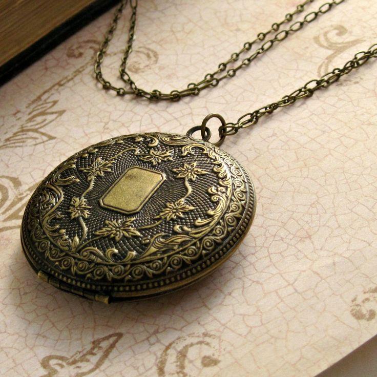 Engraved Floral Locket Necklace Vintage by laurenblythedesigns, $28.00