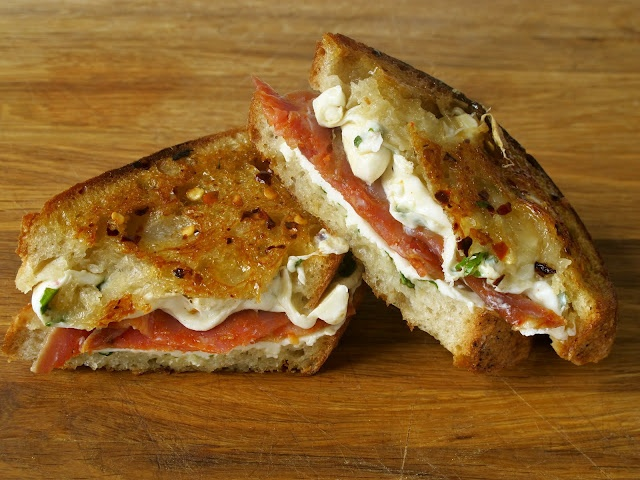 grilled cheese...mmm..: Basil Leaves, Red Peppers, Grilled Chee Recipe, Sting Remix, Grilled Cheese Sandwiches, Chee Social, Bees Sting, Grilled Cheeses, Grilled Chee Sandwiches