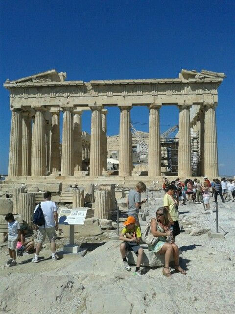 A lovely place to be at and feel the strong air of ancient history | Parthenon Akropolis
