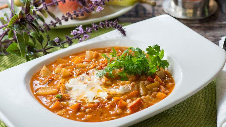 Eine Kürbissuppe mit Birnen und Bohnen - die fruchtig-vegane Variante von Chefkoch Armin Roßmeier überzeugt!
