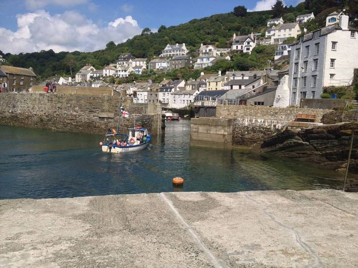 Entire home/flat in Polperro, GB. Spindrift is set in the heart of the Warren in Polperro, just behind Polperro's Heritage Museum. The cottage was owned by the Teglio family of Polperro pilchard-packing fame until the 1950s.  Spindrift has now been carefully updated and is now a w...